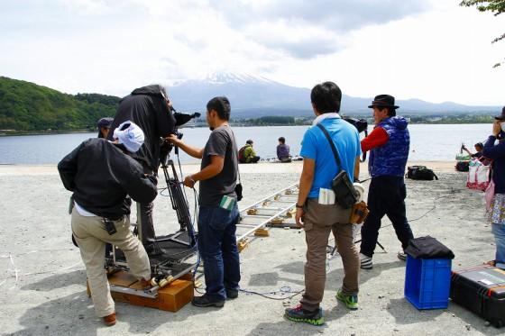 河口湖畔での撮影。ネット自殺の少年・井上翔と竹内のからみ。