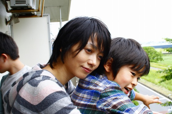 撮影の合間、遠藤久美子は、子供たちとゲームをしたりして、リードしてくれた。